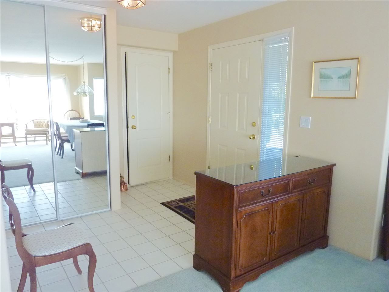 Large, accommodating foyer