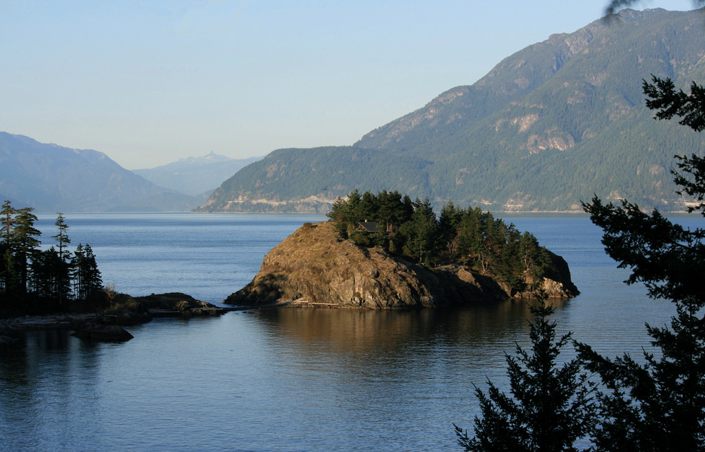 Main Photo: Finisterre Island in Bowen Island: House for sale : MLS® # R2190730
