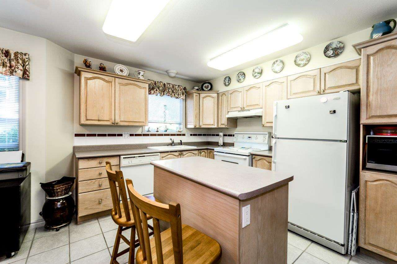 Photo 2: Photos: 204 1150 LYNN VALLEY Road in North Vancouver: Lynn Valley Condo for sale : MLS® # R2207989
