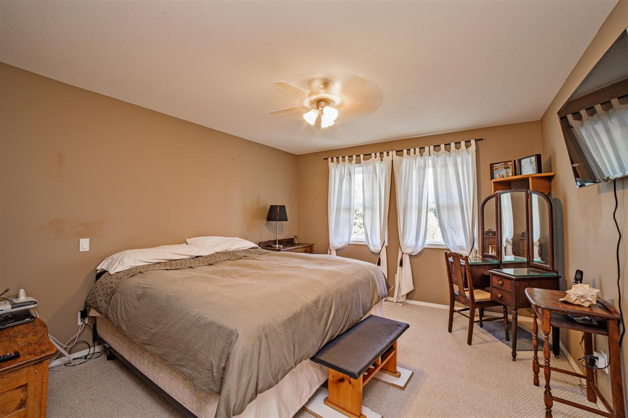 "Photo 15: Photos: 8056 GUEST Terrace in Mission: Mission BC House for sale in ""Golf Course/Sport Park"" : MLS® # R2231394"