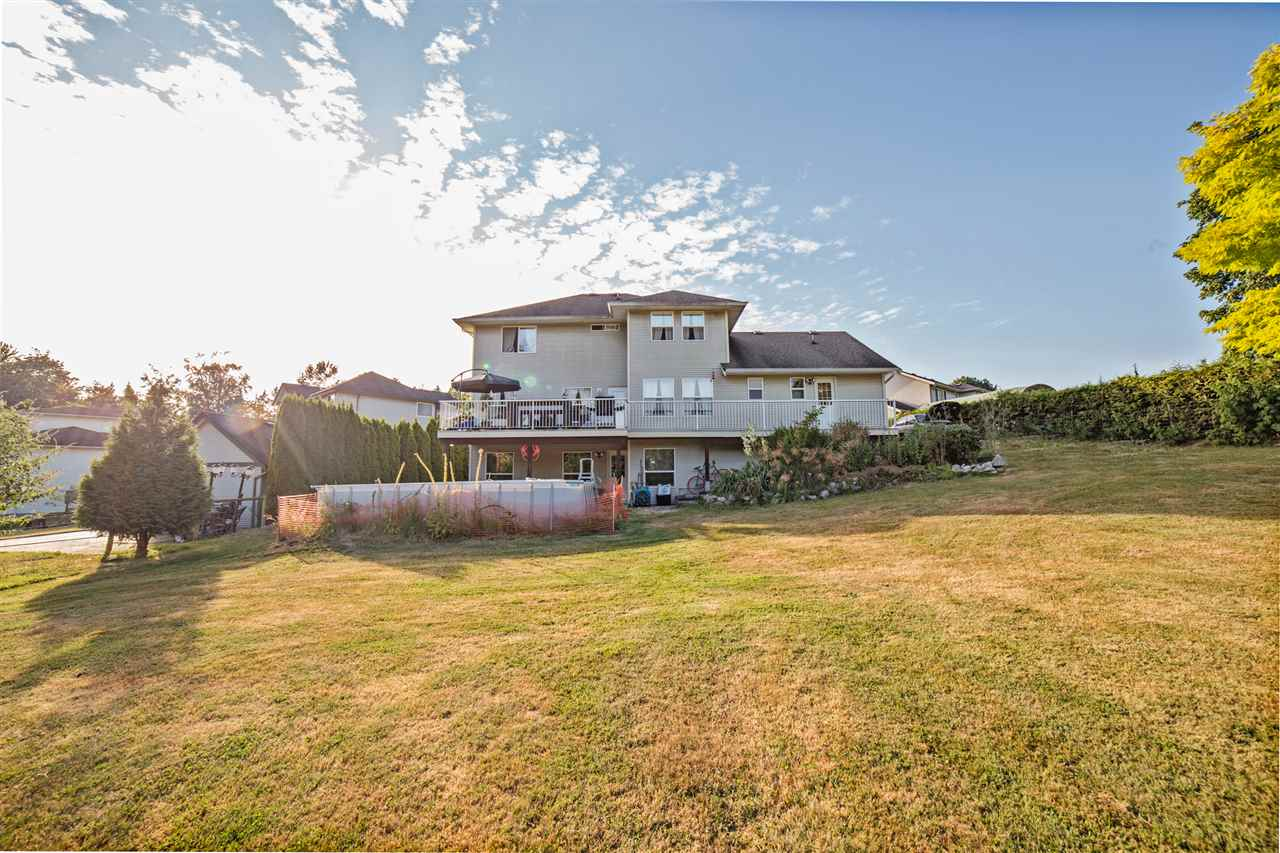 "Photo 20: Photos: 8056 GUEST Terrace in Mission: Mission BC House for sale in ""Golf Course/Sport Park"" : MLS® # R2231394"