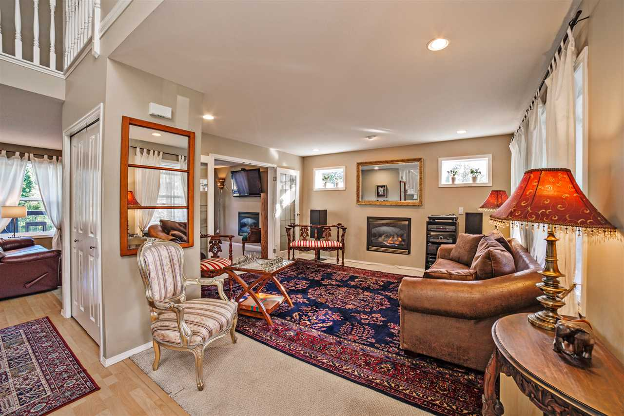 "Photo 4: Photos: 8056 GUEST Terrace in Mission: Mission BC House for sale in ""Golf Course/Sport Park"" : MLS® # R2231394"