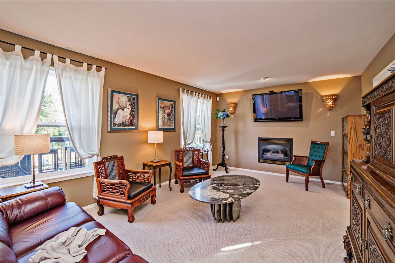 "Photo 11: Photos: 8056 GUEST Terrace in Mission: Mission BC House for sale in ""Golf Course/Sport Park"" : MLS® # R2231394"