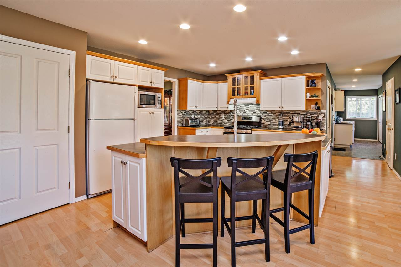"Photo 6: Photos: 8056 GUEST Terrace in Mission: Mission BC House for sale in ""Golf Course/Sport Park"" : MLS® # R2231394"