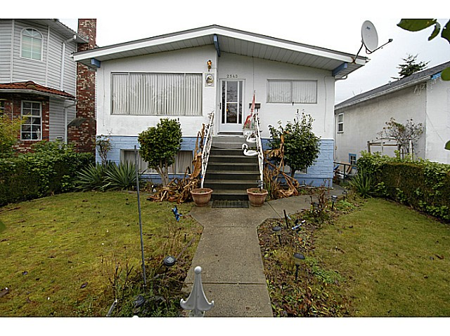 Main Photo: 2543 E 27TH Avenue in Vancouver: Collingwood VE House for sale (Vancouver East)  : MLS® # V1039535