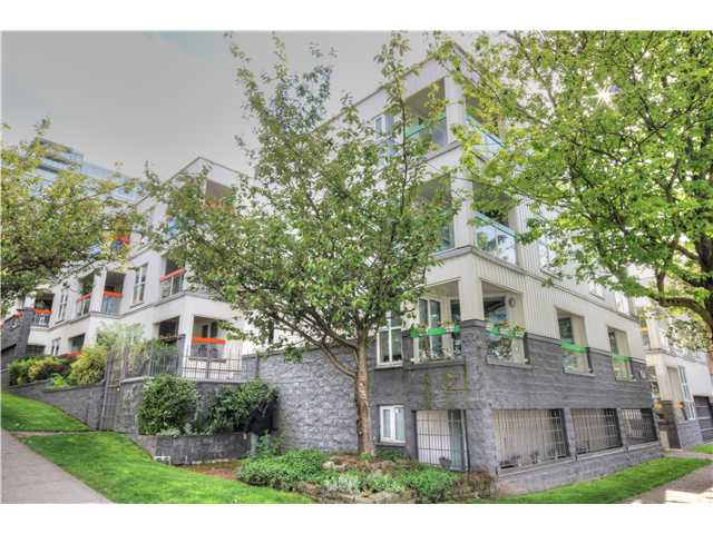 "Main Photo: 11 704 W 7TH Avenue in Vancouver: Fairview VW Townhouse for sale in ""HEATHER PARK"" (Vancouver West)  : MLS® # V1063948"