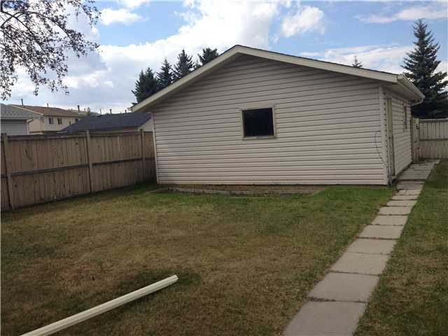 Photo 2: 342 FALSHIRE Drive NE in CALGARY: Falconridge Residential Detached Single Family for sale (Calgary)  : MLS® # C3616252