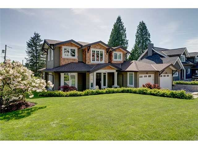 "Main Photo: 905 BEAUMONT Drive in North Vancouver: Edgemont House for sale in ""EDGEMONT"" : MLS® # V1101927"