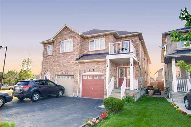 Main Photo: 447 Oaktree Circle in Mississauga: Meadowvale Village House (2-Storey) for sale : MLS(r) # W3258292