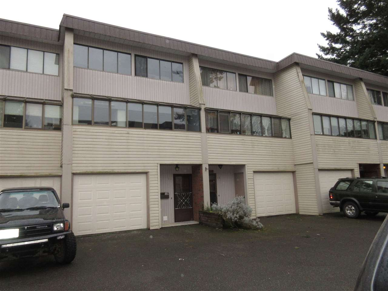 "Main Photo: 15 9446 HAZEL Street in Chilliwack: Chilliwack E Young-Yale Townhouse for sale in ""Delong Gardens"" : MLS® # R2042459"