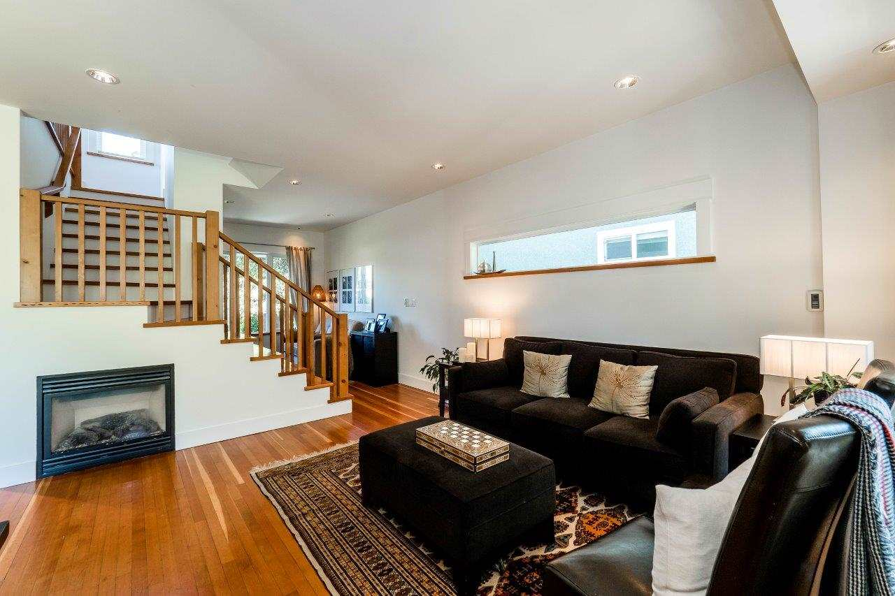 Photo 3: 719 E 28TH Avenue in Vancouver: Fraser VE House for sale (Vancouver East)  : MLS® # R2062178