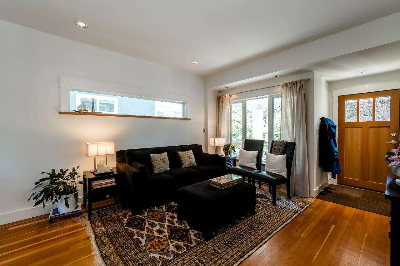 Photo 2: 719 E 28TH Avenue in Vancouver: Fraser VE House for sale (Vancouver East)  : MLS® # R2062178