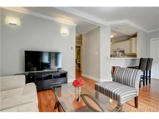 Photo 4: C 142 St. Lawrence Street in VICTORIA: Vi James Bay Townhouse for sale (Victoria)  : MLS® # 368037