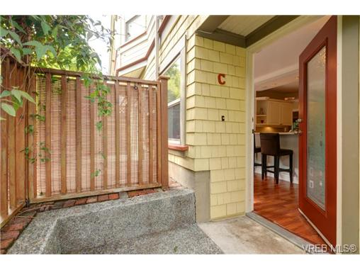 Photo 2: C 142 St. Lawrence Street in VICTORIA: Vi James Bay Townhouse for sale (Victoria)  : MLS® # 368037