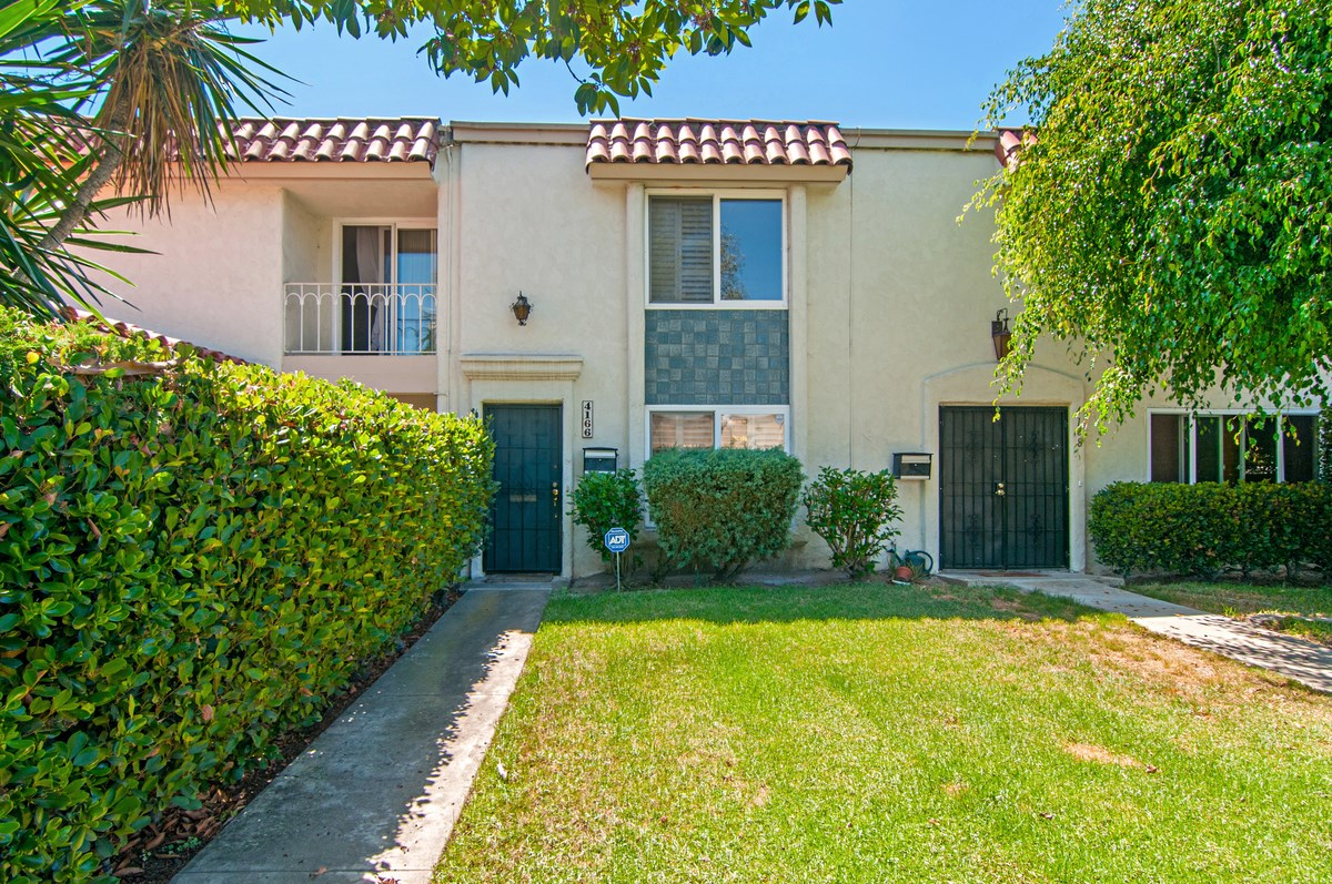 Main Photo: CLAIREMONT Condo for sale : 2 bedrooms : 4166 Genesee in San Diego