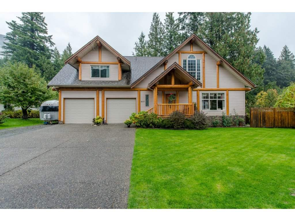Main Photo: 857 MYNG Crescent: Harrison Hot Springs House for sale : MLS(r) # R2115824