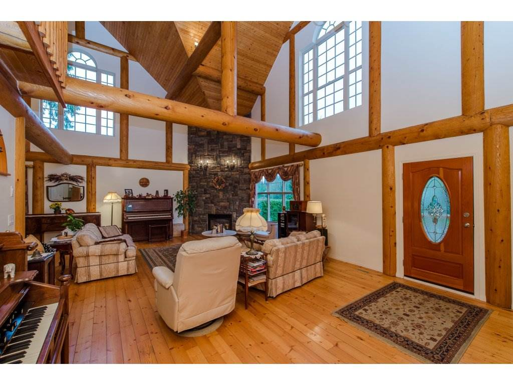 Photo 2: 857 MYNG Crescent: Harrison Hot Springs House for sale : MLS(r) # R2115824