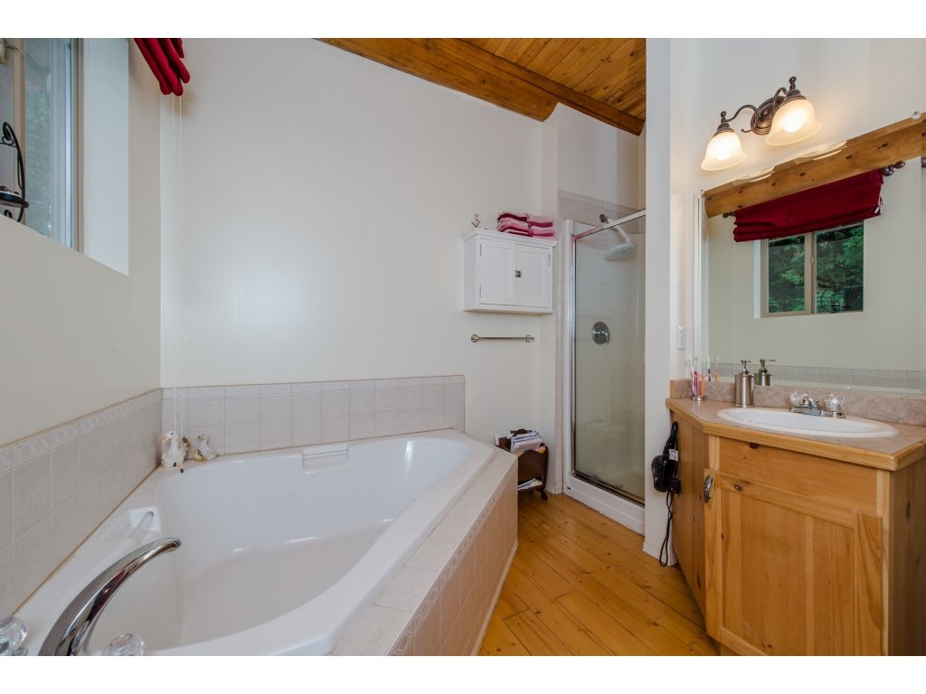 Photo 11: 857 MYNG Crescent: Harrison Hot Springs House for sale : MLS(r) # R2115824