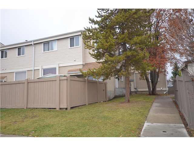 Main Photo: 900 ERIN Place in Edmonton: Zone 20 Townhouse for sale : MLS(r) # E4044588
