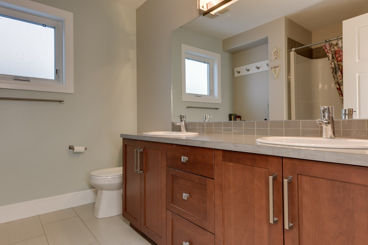 5 piece Bathroom on the upper level