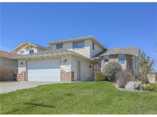 Main Photo: 208 Wood Valley Bay SW: Calgary House for sale : MLS(r) # c4113660