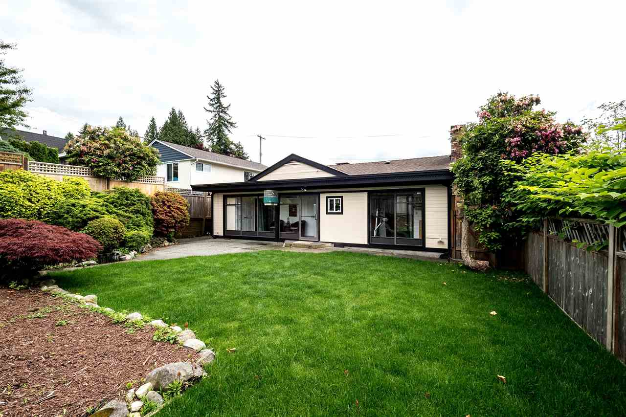 Main Photo: 432 W QUEENS Road in North Vancouver: Upper Lonsdale House for sale : MLS(r) # R2176449