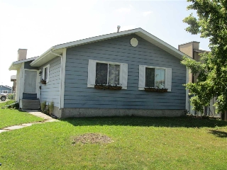 Main Photo: 17524 93 Street in Edmonton: Zone 28 House for sale : MLS® # E4075929