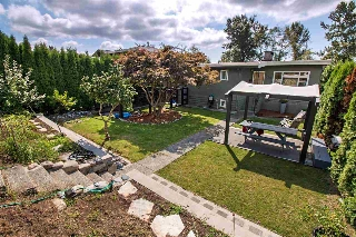 "Main Photo: 729 E 4TH Street in North Vancouver: Queensbury House for sale in ""MOODYVILLE"" : MLS® # R2198227"