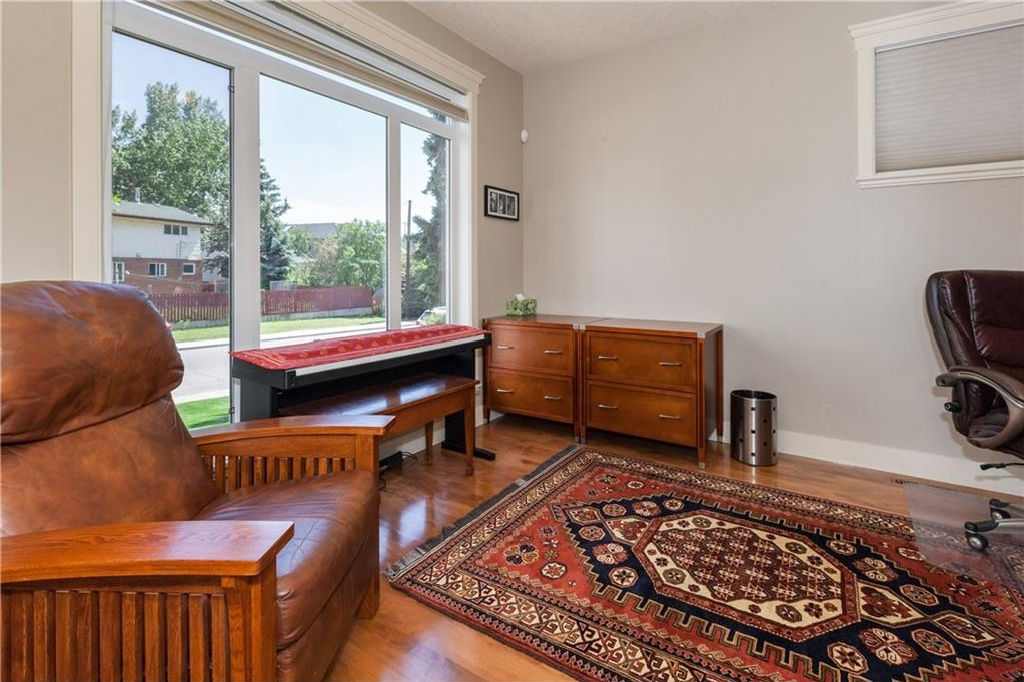 Photo 11: 539 32 Street NW in Calgary: Parkdale House for sale : MLS® # C4135055