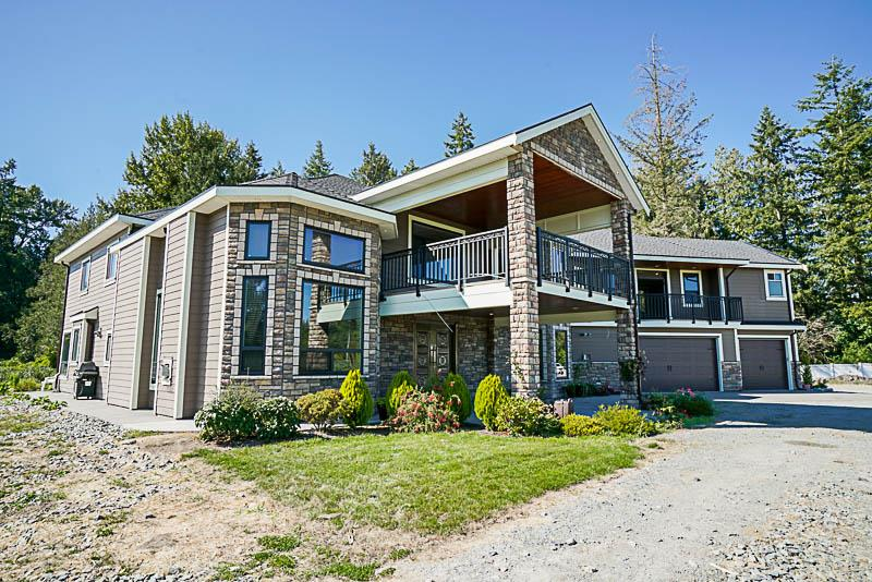 Main Photo: 22926 40 Avenue in Langley: Campbell Valley House for sale : MLS®# R2204131