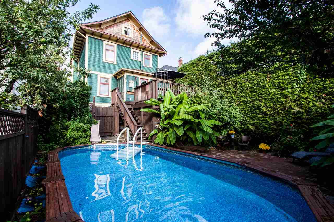 "Main Photo: 5832 ONTARIO Street in Vancouver: Main House for sale in ""MAIN/CAMBIE"" (Vancouver East)  : MLS® # R2207076"