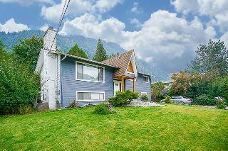 Main Photo: 415 EAGLE Street: Harrison Hot Springs House for sale : MLS® # R2213033