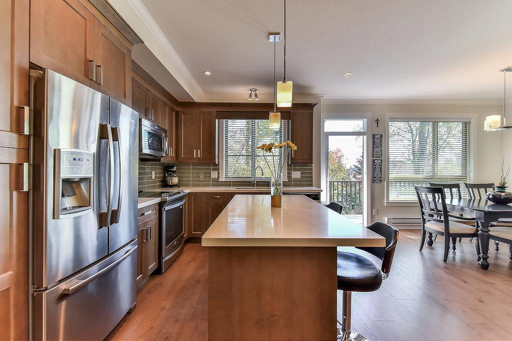 "Photo 3: Photos: 48 16118 87 Avenue in Surrey: Fleetwood Tynehead Townhouse for sale in ""ACADEMY"" : MLS® # R2213604"