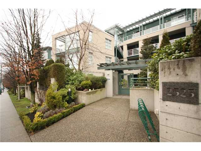 "Main Photo: 406 2525 W 4TH Avenue in Vancouver: Kitsilano Condo for sale in ""SEAGATE"" (Vancouver West)  : MLS®# V869208"