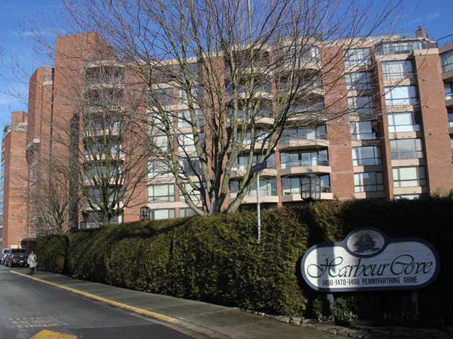 "Main Photo: 312 1490 PENNYFARTHING Drive in Vancouver: False Creek Condo for sale in ""THREE HARBOUR COVE"" (Vancouver West)  : MLS®# V870405"