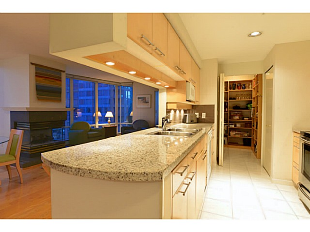 "Photo 5: 11A 139 DRAKE Street in Vancouver: Yaletown Condo for sale in ""CONCORDIA II"" (Vancouver West)  : MLS® # V1039147"