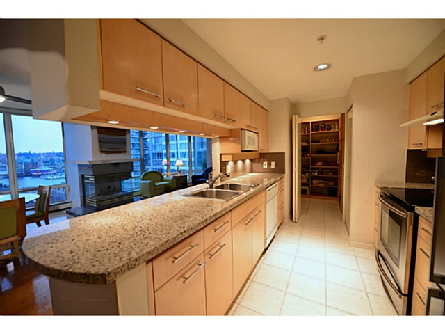 "Photo 6: 11A 139 DRAKE Street in Vancouver: Yaletown Condo for sale in ""CONCORDIA II"" (Vancouver West)  : MLS® # V1039147"