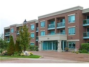 Main Photo: 25 Via Rosedale Way in Brampton: Sandringham-Wellington Condo for sale : MLS®# W3509031