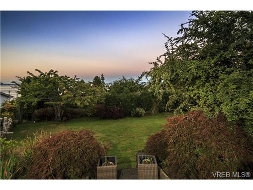 Photo 19: 4961 Lochside Drive in VICTORIA: SE Cordova Bay Single Family Detached for sale (Saanich East)  : MLS® # 369362