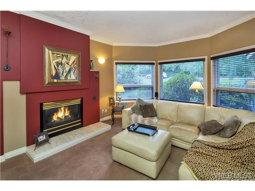 Photo 11: 4961 Lochside Drive in VICTORIA: SE Cordova Bay Single Family Detached for sale (Saanich East)  : MLS® # 369362