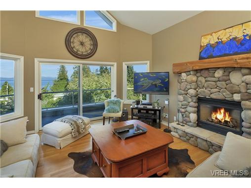 Photo 6: 4961 Lochside Drive in VICTORIA: SE Cordova Bay Single Family Detached for sale (Saanich East)  : MLS® # 369362