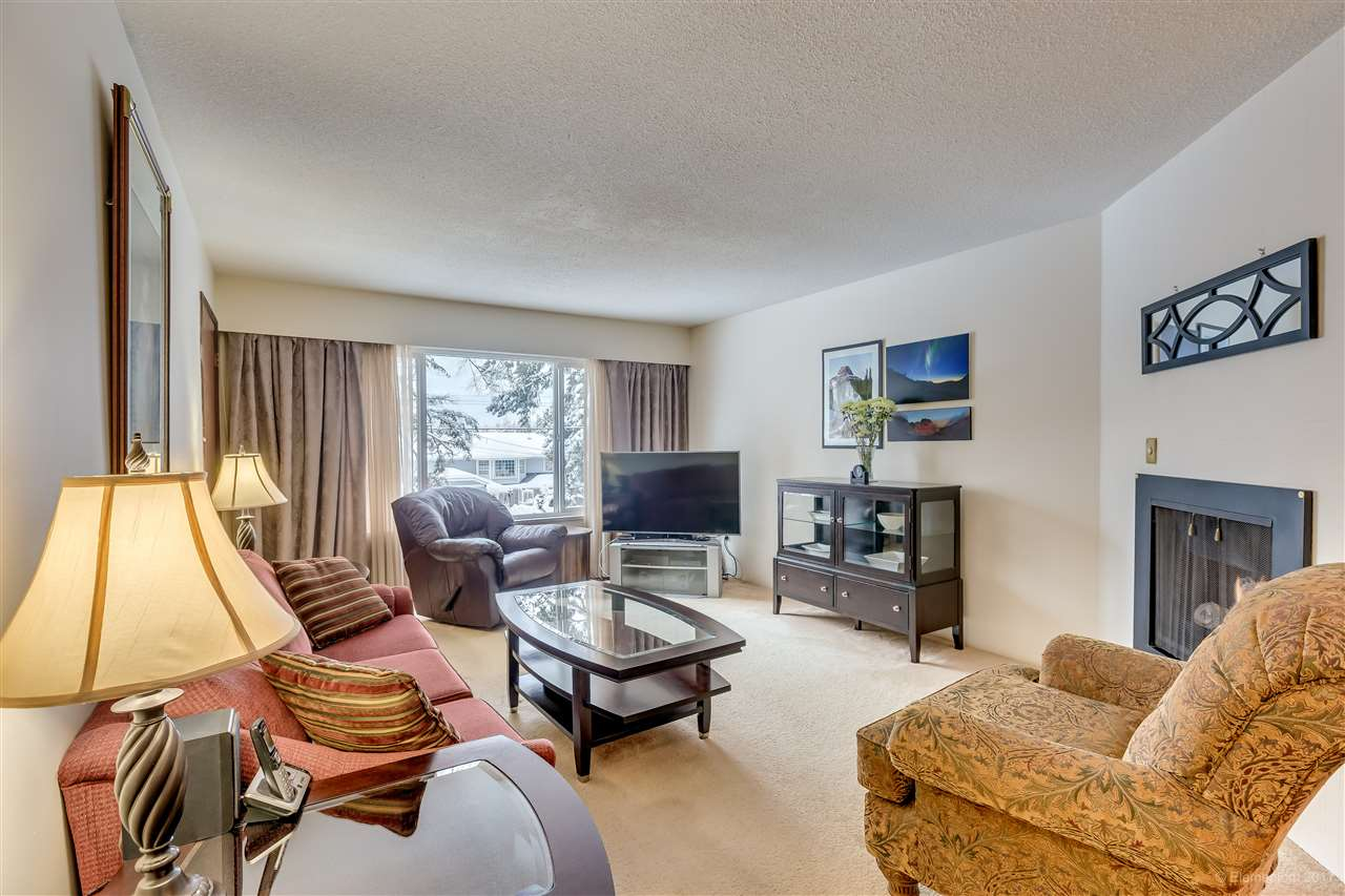 Photo 2: 447-449 MUNDY Street in Coquitlam: Central Coquitlam House Duplex for sale : MLS(r) # R2147177