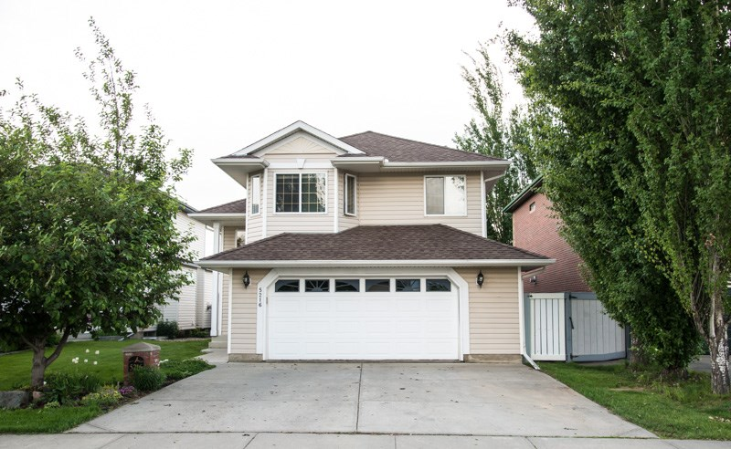 Main Photo: 5216 191 Street in Edmonton: Zone 20 House for sale : MLS® # E4067804