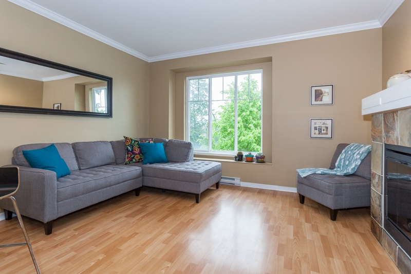 Photo 3: 10 5839 PANORAMA DRIVE in Surrey: Sullivan Station Townhouse for sale : MLS® # R2166965
