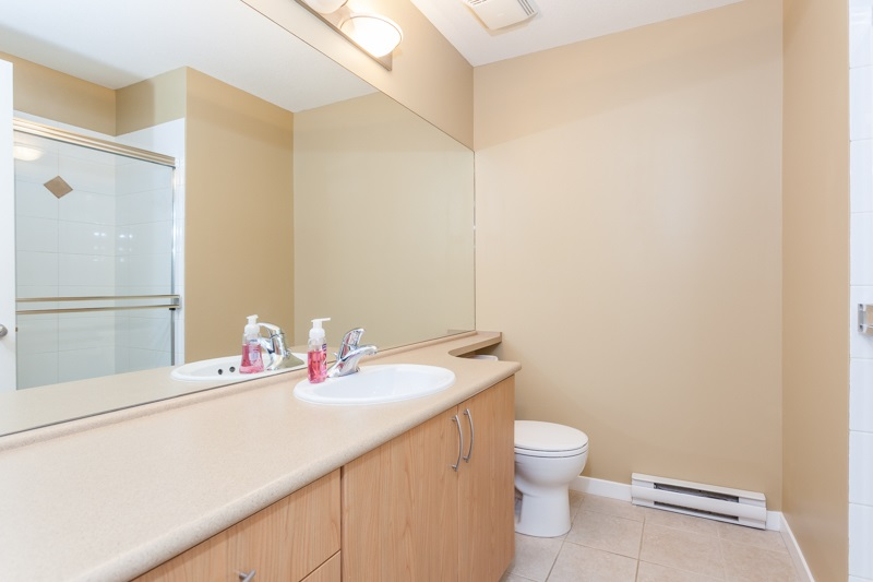 Photo 13: 10 5839 PANORAMA DRIVE in Surrey: Sullivan Station Townhouse for sale : MLS® # R2166965