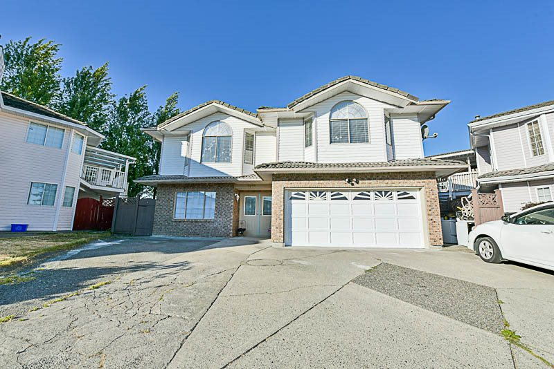 Main Photo: 7086 126A Street in Surrey: West Newton House for sale : MLS®# R2201443