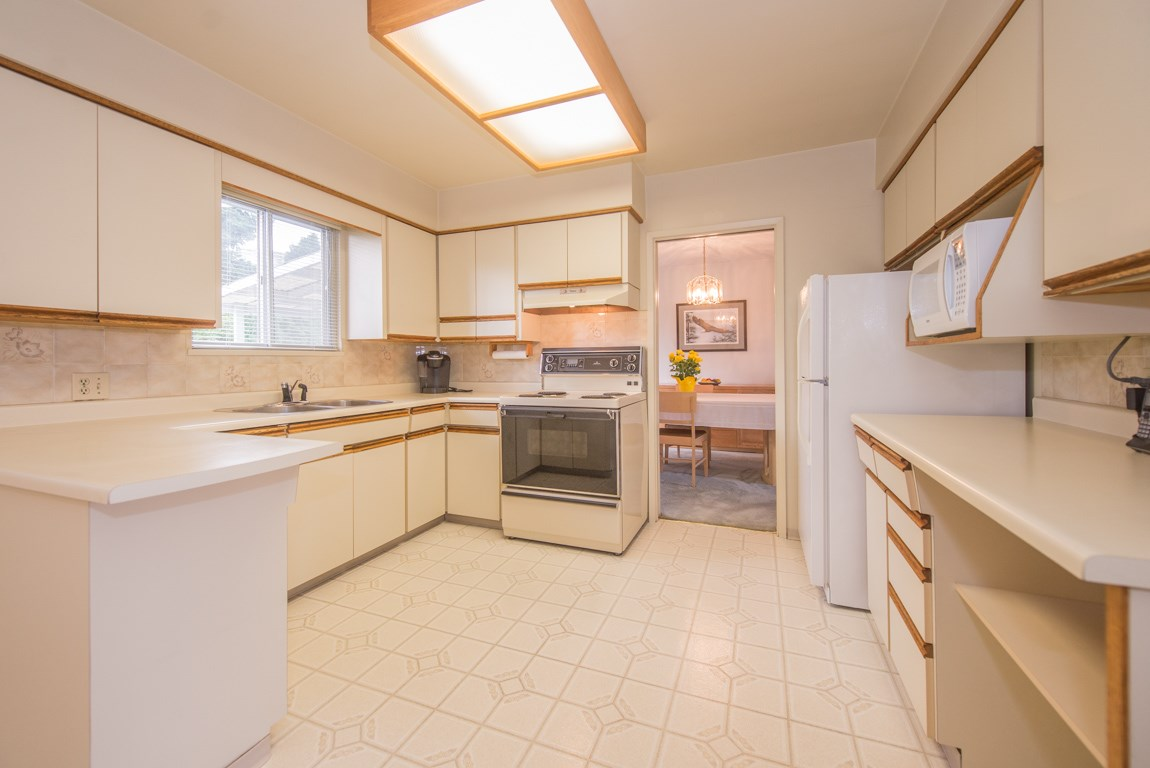 Photo 8: 4416 SARATOGA Court in Burnaby: Garden Village House for sale (Burnaby South)  : MLS® # R2205274