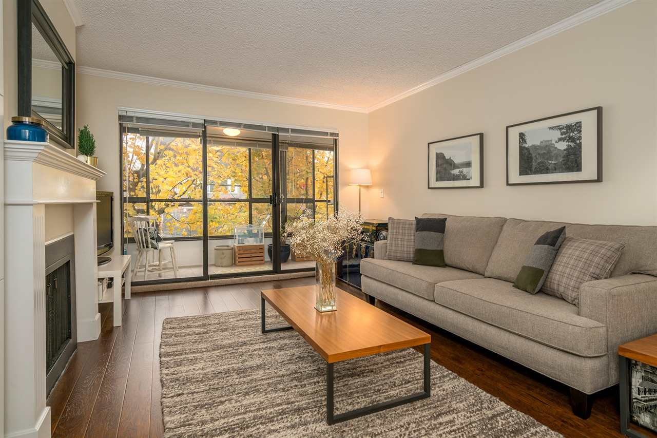 "Photo 2: Photos: 317 550 E 6TH Avenue in Vancouver: Mount Pleasant VE Condo for sale in ""LANDMARK GARDENS"" (Vancouver East)  : MLS® # R2222952"