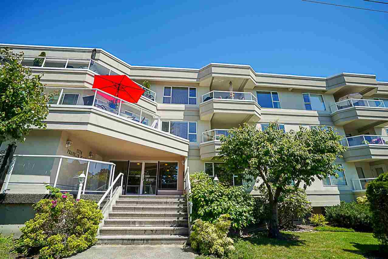 "Main Photo: 202 1378 GEORGE Street: White Rock Condo for sale in ""FRANKLIN PLACE"" (South Surrey White Rock)  : MLS®# R2278781"