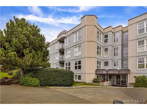 Main Photo: 401 1201 Hillside Avenue in VICTORIA: Vi Hillside Condo Apartment for sale (Victoria)  : MLS® # 360173